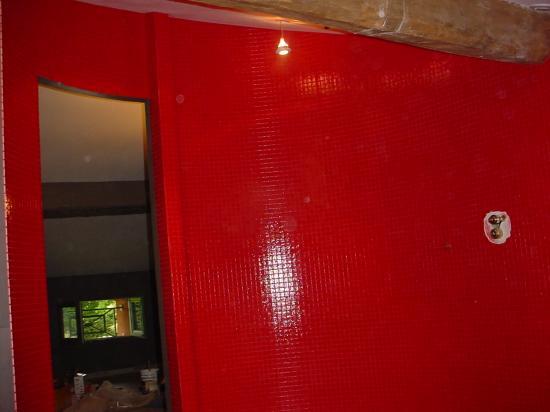 salle d 39 eau mosa que rouge. Black Bedroom Furniture Sets. Home Design Ideas
