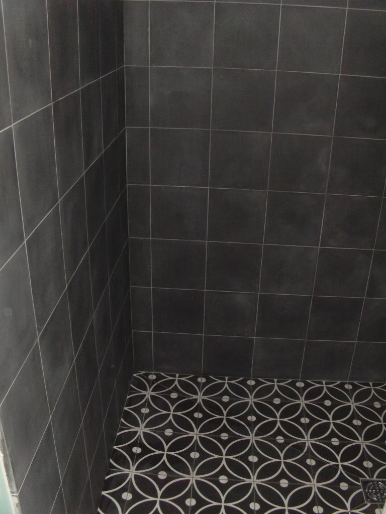 Carreaux ciments - Carreaux de ciment douche italienne ...